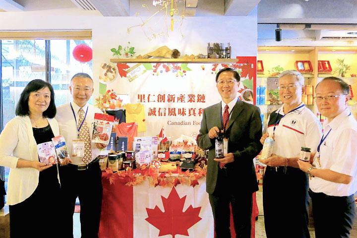 (左2起)豆之家食品總經理洪熒曜、里仁公司副總經理韓敬白、統盛國際總經理林榮灶、五惠食品副總經理湯士毅